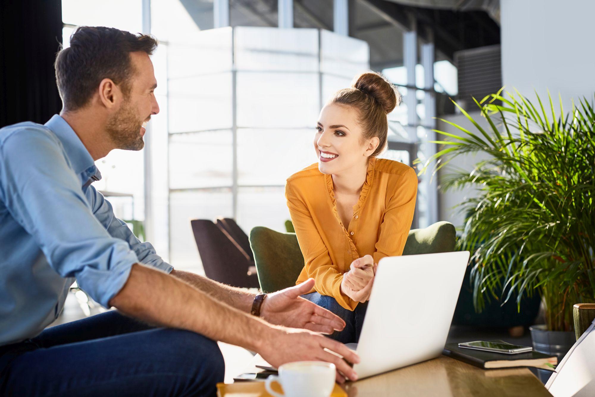 Liebe am Arbeitsplatz: Das solltest du beachten