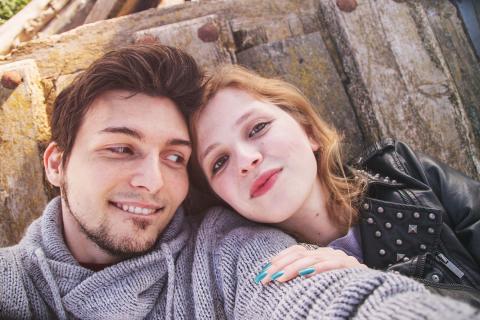 Selfie eines jungen Paares